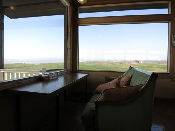 マウニの丘 窓際の席