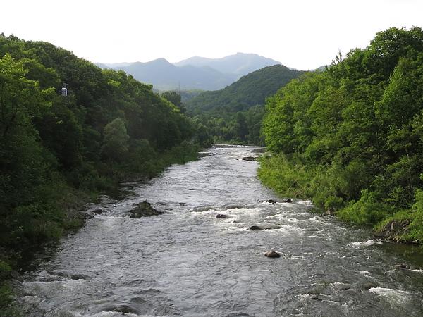 十五島公園 豊平川 放水中