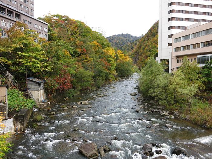 定山渓 月見橋から 紅葉