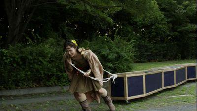 カンオケ運ぶムラサキさん