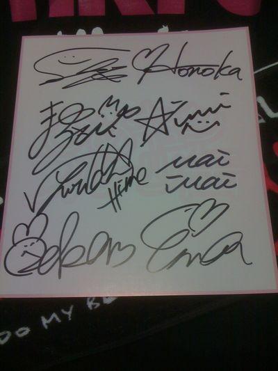 「8人」のサイン!