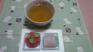 桜ほうじ茶と和菓子