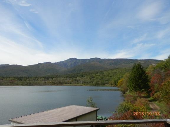 バラギ湖より四阿山