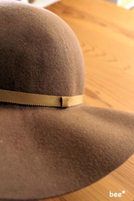 帽子はリボンのみでシンプル