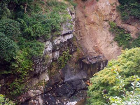 082川俣温泉間歇泉