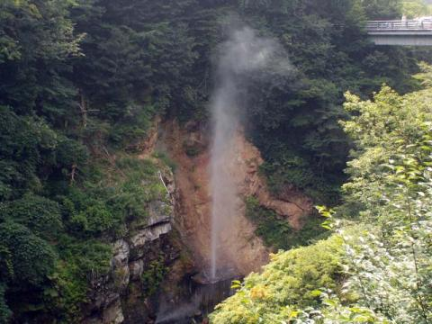 085川俣温泉間歇泉