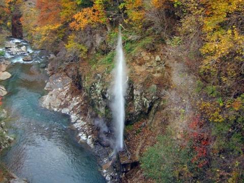 45川俣温泉の間歇泉