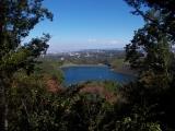 城山湖の横を通過