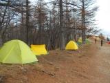 次々に設営されるテント