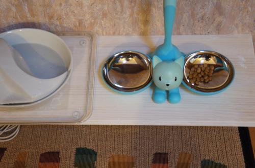 猫の食卓より