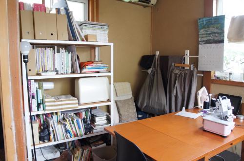 作業部屋の本棚