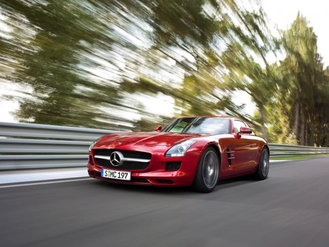 2010-Mercedes-Benz-SLS-AMG-Red-Front-Angle-Speed-1024x768.jpg