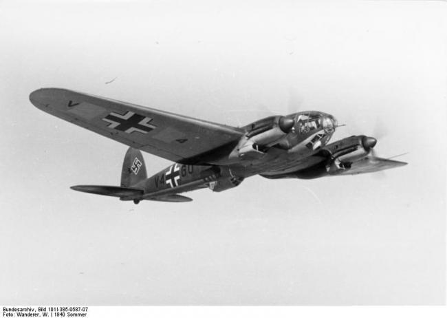 Bundesarchiv_Bild_101I-385-0587-07,_Flugzeug_Heinkel_He_111_H-Z