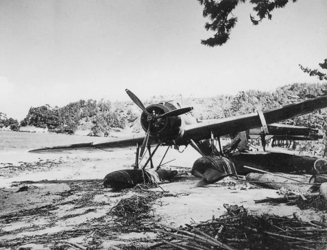 E13A_Jake_floatplane_wreck_Imajuku_.jpg