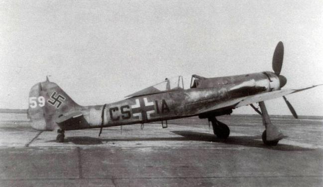 Focke-Wulf-Fw-190D12-CS+IA-Germnay-1945-01.jpg