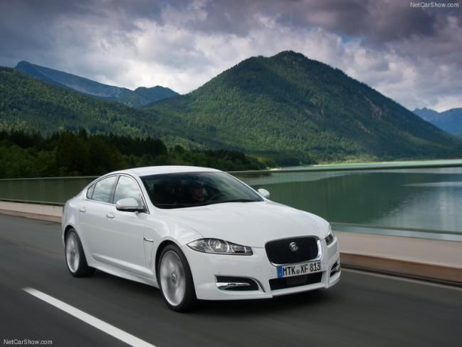 Jaguar-XF_2012_800x600_wallpaper_01.jpg