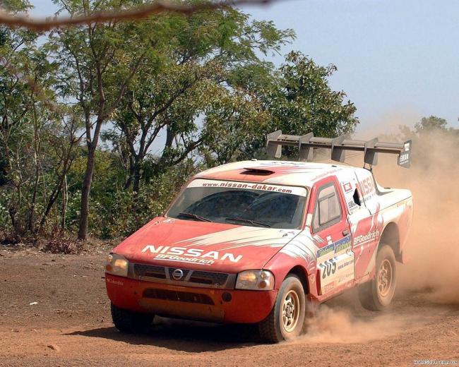 Nissan_Pick_up_dakar_2004_3.jpg