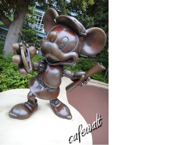 TDS Mickey Bronze Statue 1