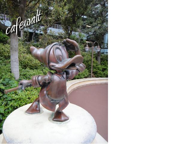 TDS Donald Bronze Statue 1