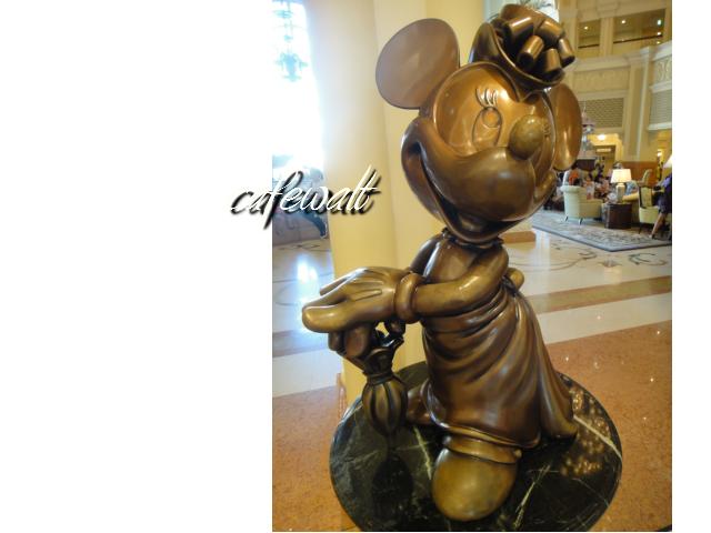 Tokyo Disneyland Hotel Minnie Bronze