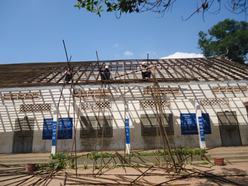 トロク小学校屋根修繕