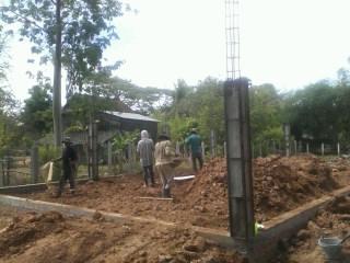 トロパントム小学校図書館建設1