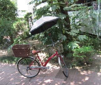 自転車と日傘
