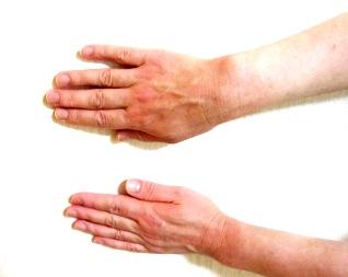 日焼けした手