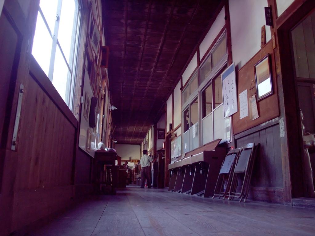 どこか懐かしい廊下