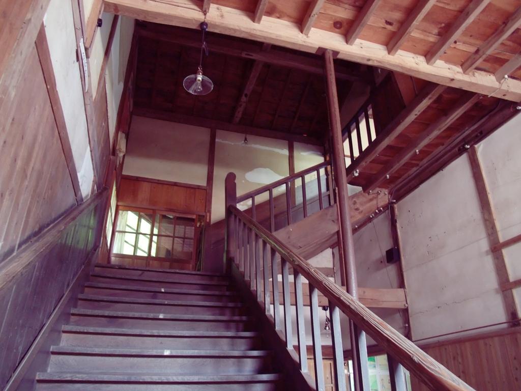 西側の階段