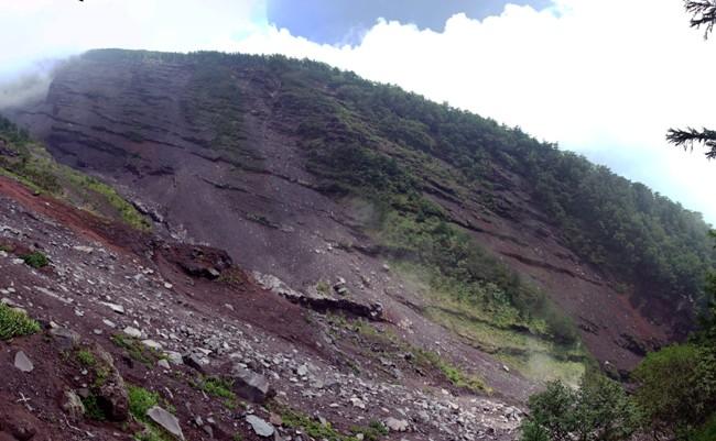 大沢崩れは富士山頂から西側に2㎞以上崩壊している最大規模の大浸食谷