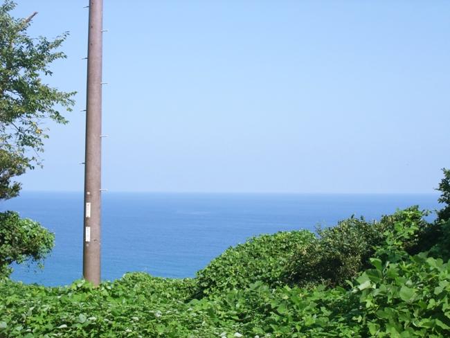 丹後半島サイクリング・ジオパークの海岸沿いを行
