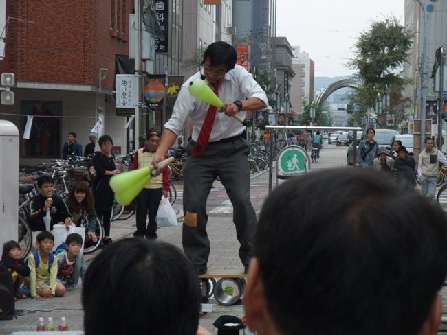 くす田くす博のアクロバット