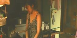 料理を作っている千夏