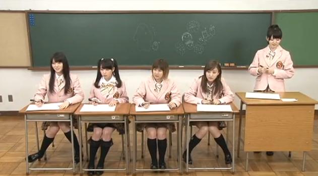 舞美ちゃんと舞ちゃんの座り方に注目!