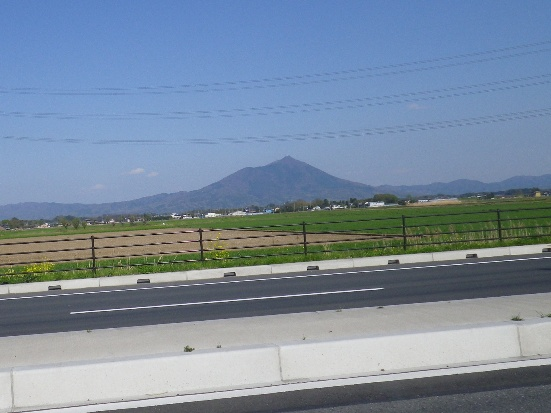 2013.4.13 車窓からの筑波山