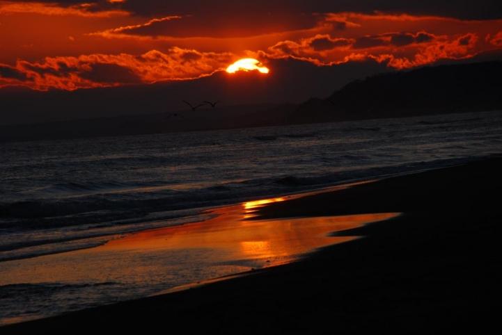 恋問海岸の夕日です・・・
