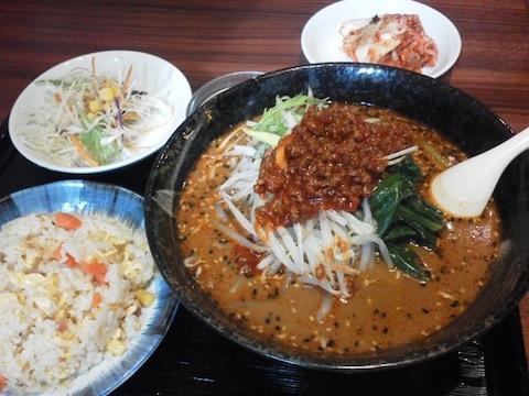 担々麺と半チャーハン