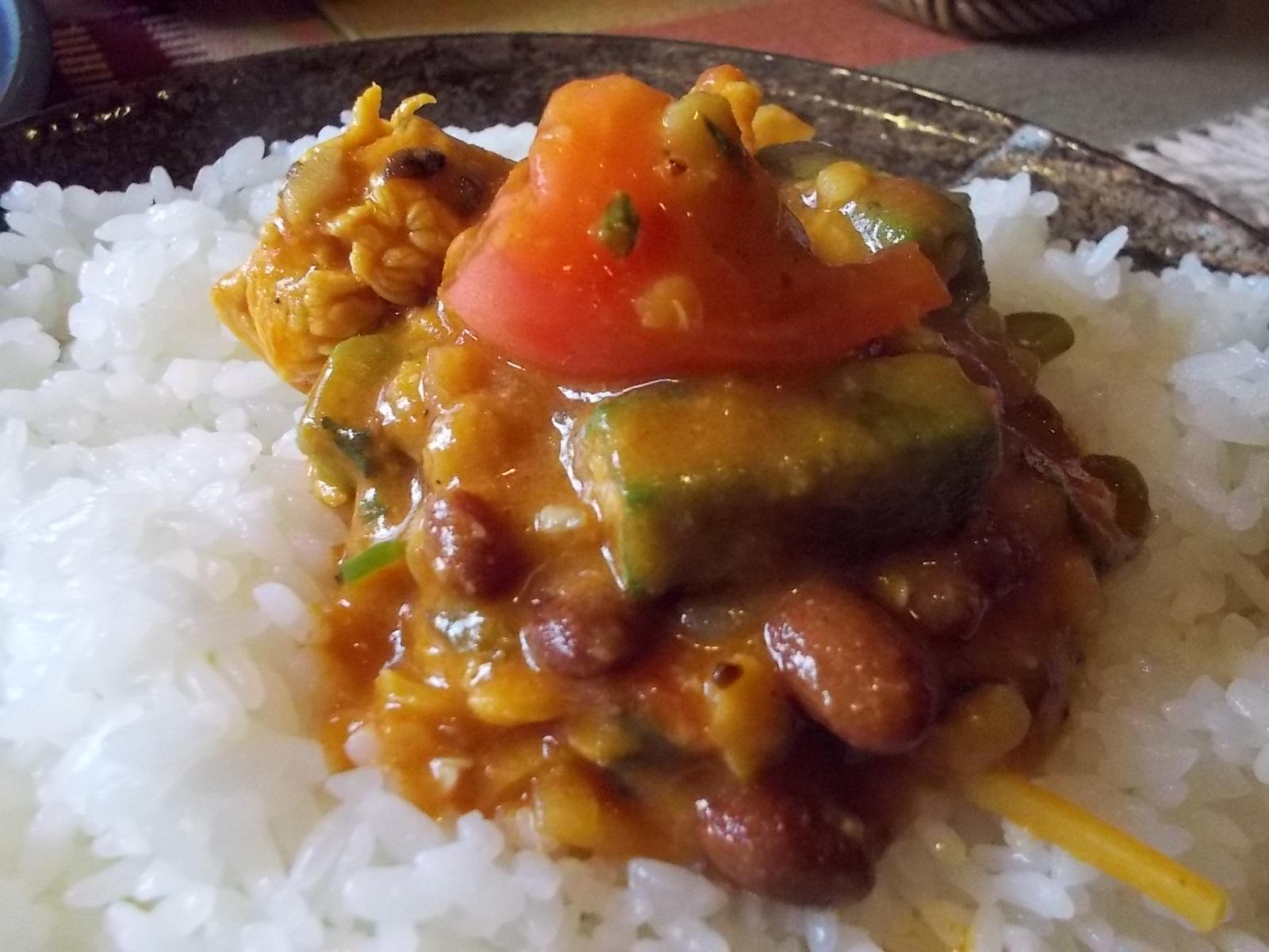 オクラと豆とチキンのカレー