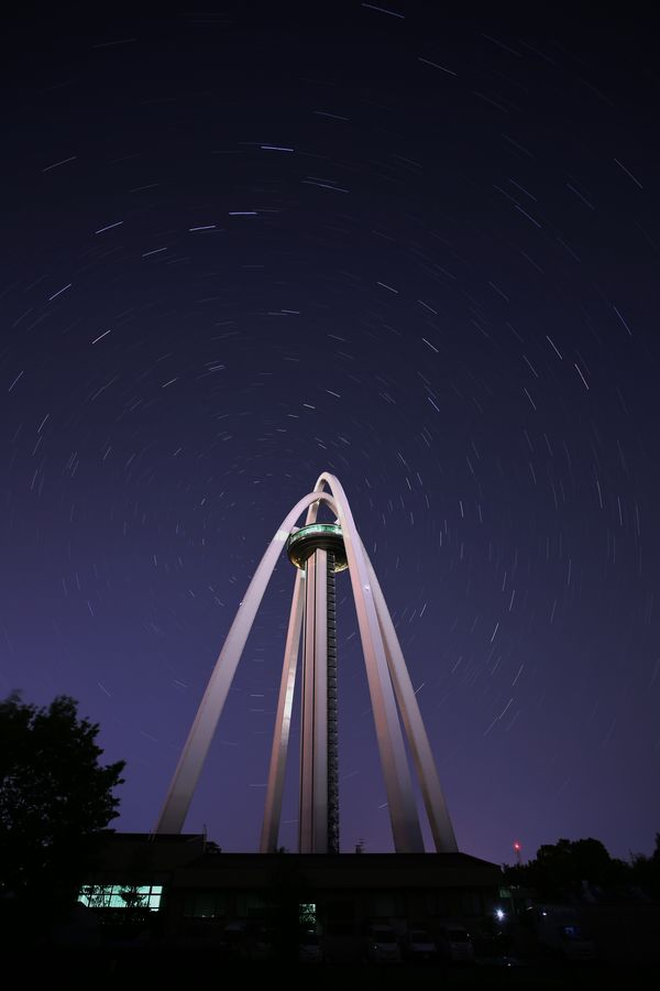 138タワーと星 空