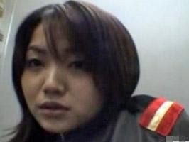 【オナニー】巨乳コスプレ少女がエレベーターで自画撮り露出オナニー