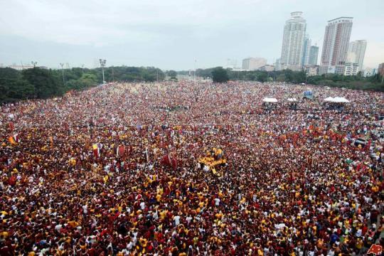philippines-catholic-festival-2011-1-9-1-30-18.jpg