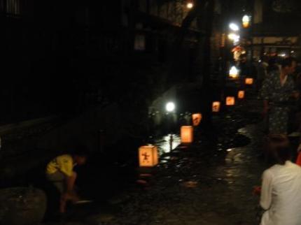 町の中の川ライトアップ