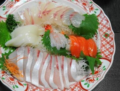 刺身盛り合わせ:鯛・烏賊・甘エビ・サーモン・ブリ