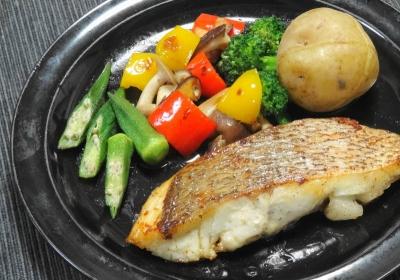 鯛のポワレ、彩り野菜のソテーを添えて