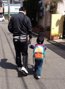 おじいちゃんとお散歩♪