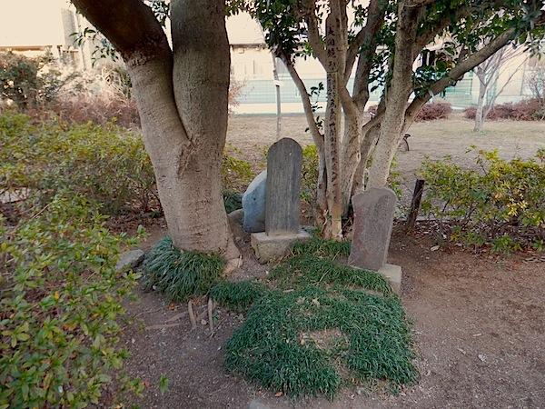 「加賀塚(竹間加賀入道の墓)」(日野市指定史跡)