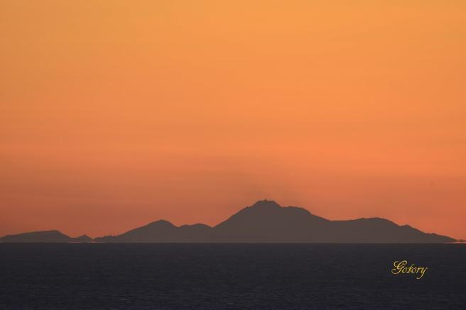 平成新山の夜明