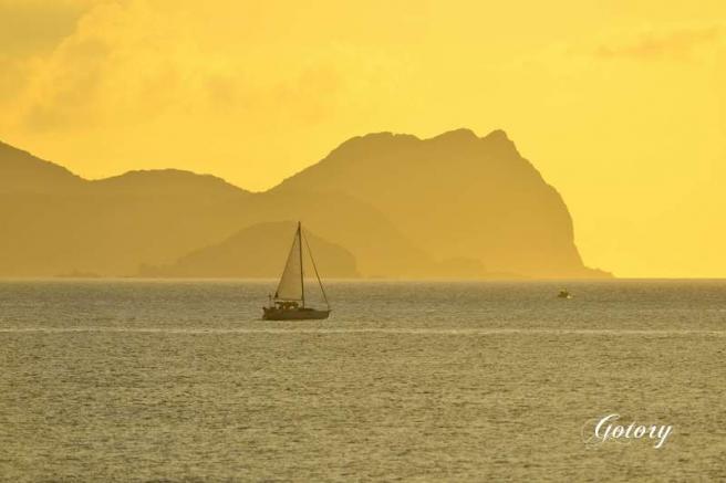 夜明の帆走