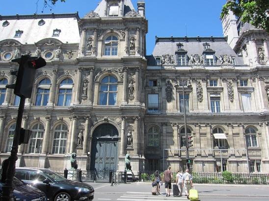 パリ市役所裏側
